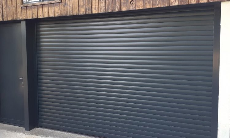 Pose de portes de garage à Pontcharra