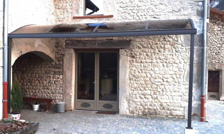 Abris portes d'entrée à Yenne