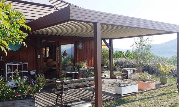 Fabrication et pose de pergolas bioclimatiques à Yenne