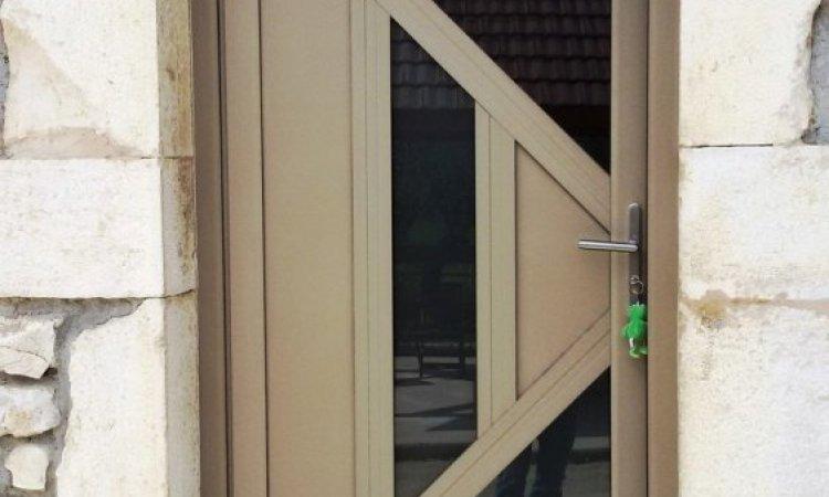 Installation de portes d'entrée à Pont de Beauvoisin