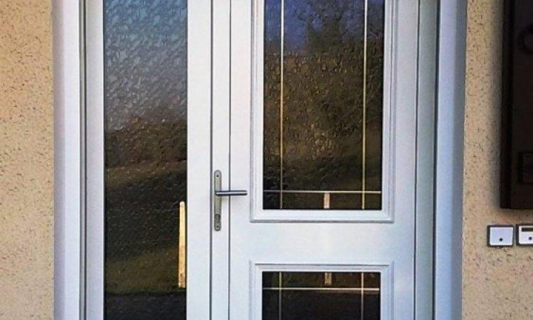 Installation de porte d'entréeYenne - Confort Loisirs, Fabricant et installateur de menuiseries à Yenne